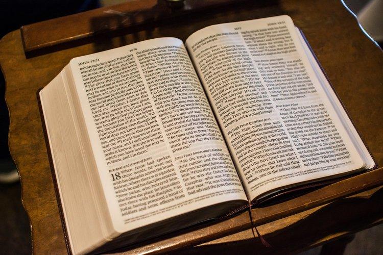 rsz_1rsz_bible-1281216.jpg